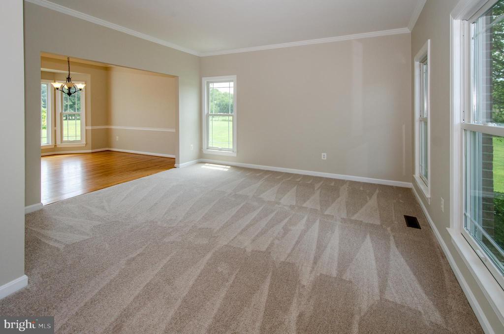 Open Flow throughout home - 13652 MOUNTAIN RD, HILLSBORO