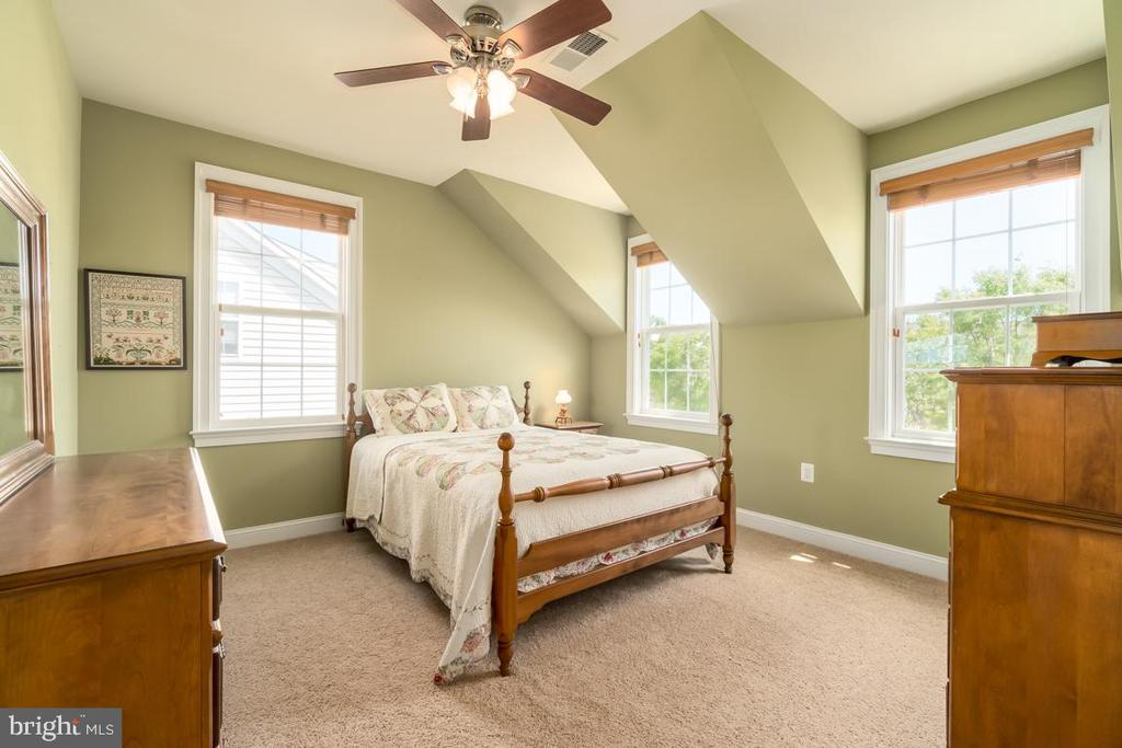 Bedroom 3 with lots of natural light - 20441 ISLAND WEST SQ, ASHBURN