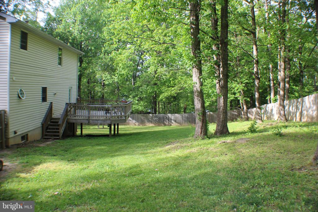 Large fenced in back yard - 7738 TALBOT RUN RD, MOUNT AIRY