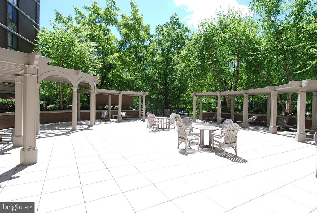 Outdoor patio - 4620 N PARK AVE #608W, CHEVY CHASE