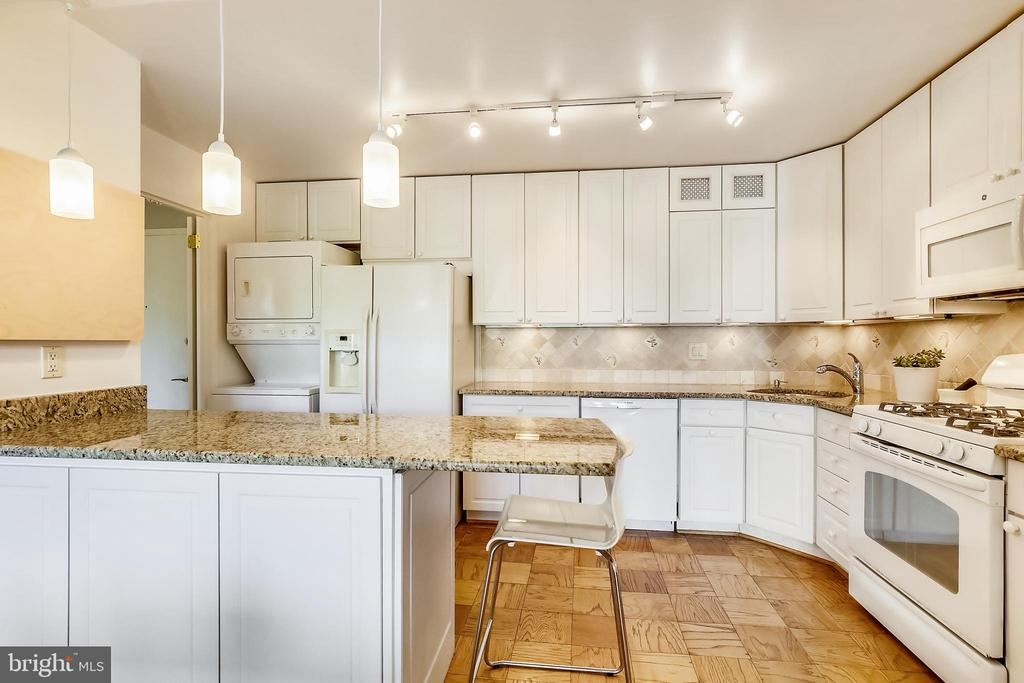 Updated kitchen with granite countertops - 4620 N PARK AVE #608W, CHEVY CHASE