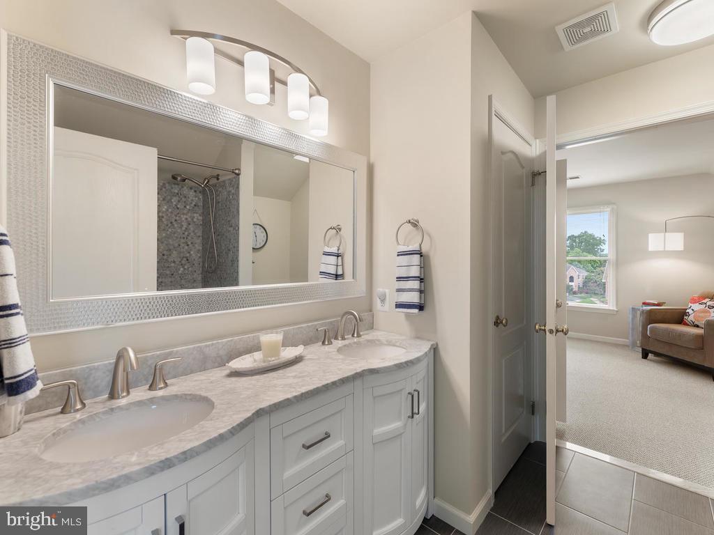 Upper Level full bathroom 3, recently renovated - 1518 THURBER ST, HERNDON