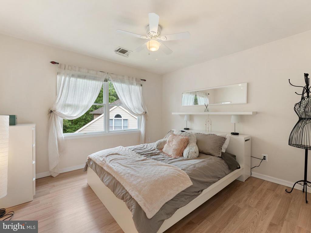Upper Level bedroom 2 - 1518 THURBER ST, HERNDON