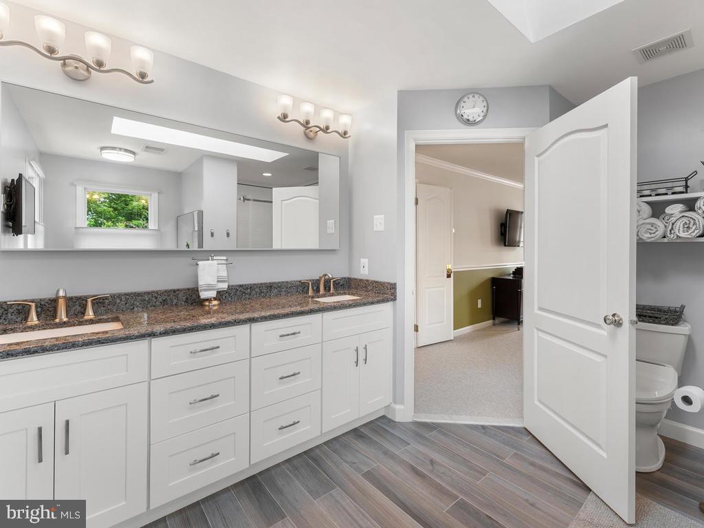 Master bathroom, recently renovated - 1518 THURBER ST, HERNDON