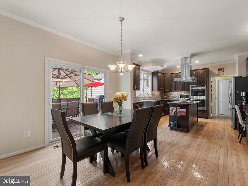 Eat-in kitchen, with access to massive deck - 1518 THURBER ST, HERNDON