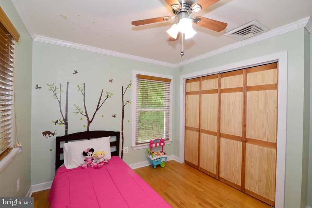 Bedroom #3 with Custom closet doors - 234 PINE CREST LN, BLUEMONT