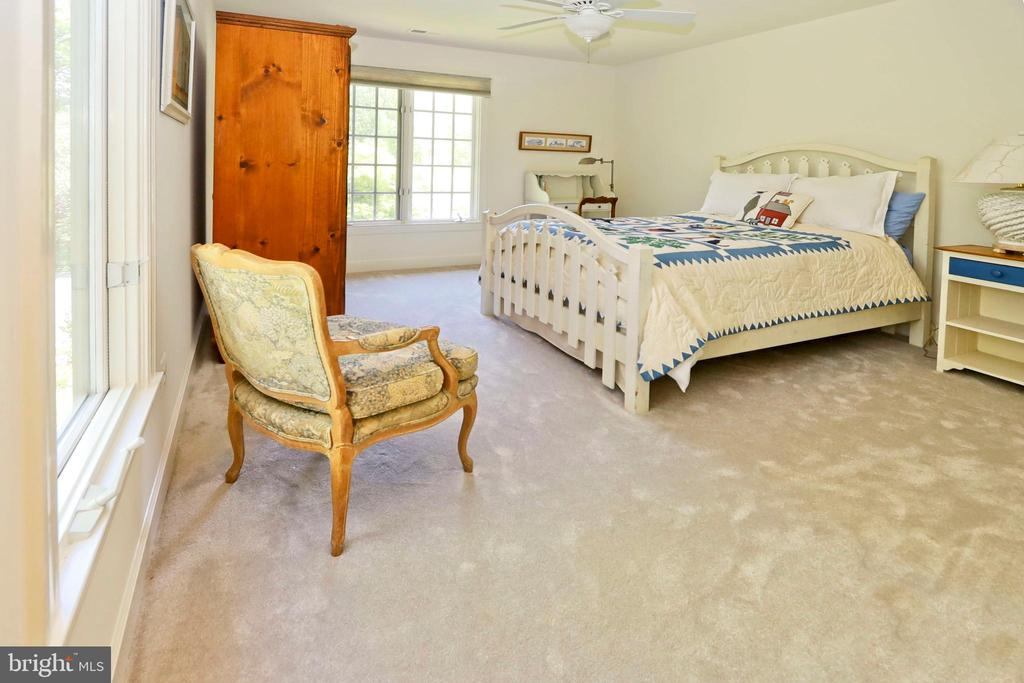 Bedroom 3 has a walk-in closet - 11331 BRIGHT POND LN, RESTON