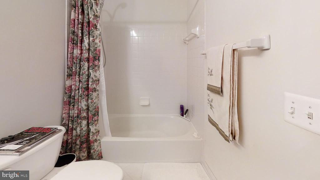 full bath - 47320 MIDDLE BLUFF PL, STERLING
