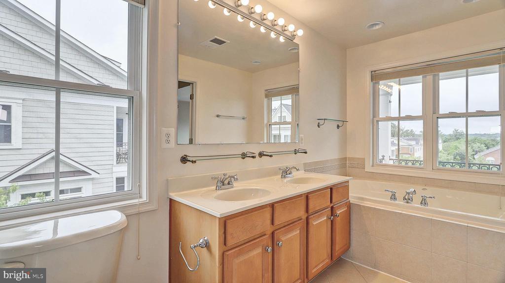 Master Bathroom - 726 VAN BUREN ST, HERNDON