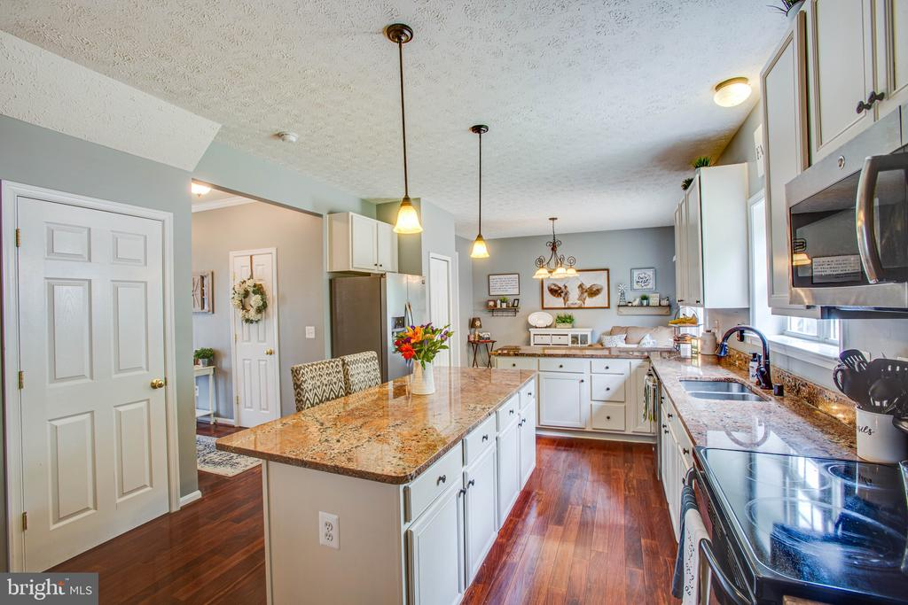 Huge Island w/ Seating for Entertaining or Prep - 35335 RIVER BEND DR, LOCUST GROVE