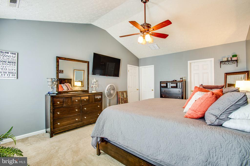 Cathedral Ceilings Add Elegance to This Sanctuary - 35335 RIVER BEND DR, LOCUST GROVE