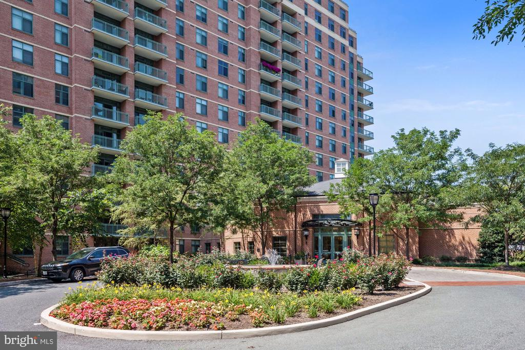 - 11700 OLD GEORGETOWN RD #1113, NORTH BETHESDA