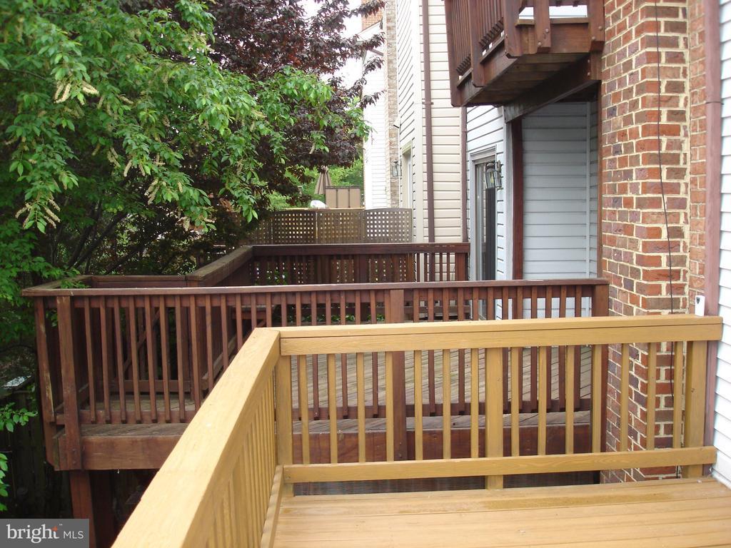 Outdoor space! - 6061 ESTATES DR, ALEXANDRIA