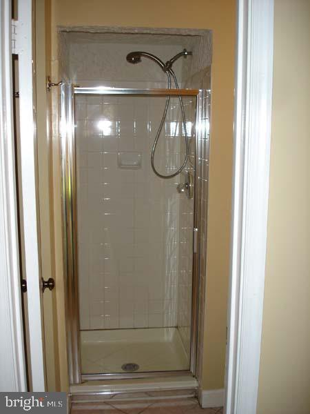Full bath on lower level! - 6061 ESTATES DR, ALEXANDRIA