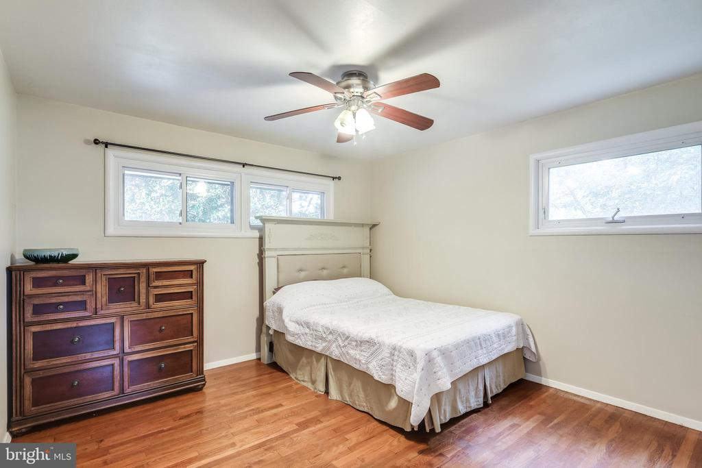 Another huge bedroom, hardwoods and ceiling fan - 322 MT VERNON PL, ROCKVILLE