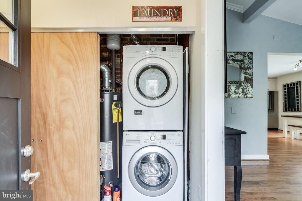 Newer washer and dryer - 322 MT VERNON PL, ROCKVILLE