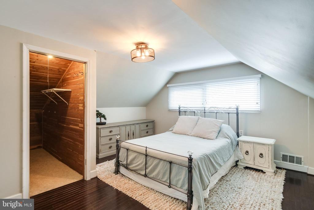 Master Bedroom with walk-in closet - 322 MT VERNON PL, ROCKVILLE