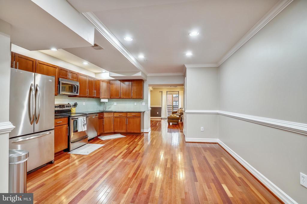 Gorgeous hardwood floors throughout the unit - 1321 EUCLID ST NW #302, WASHINGTON