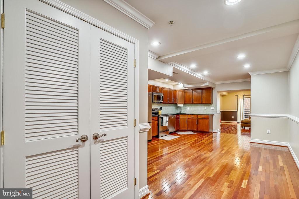 Entrance to the spacious eat-in kitchen - 1321 EUCLID ST NW #302, WASHINGTON