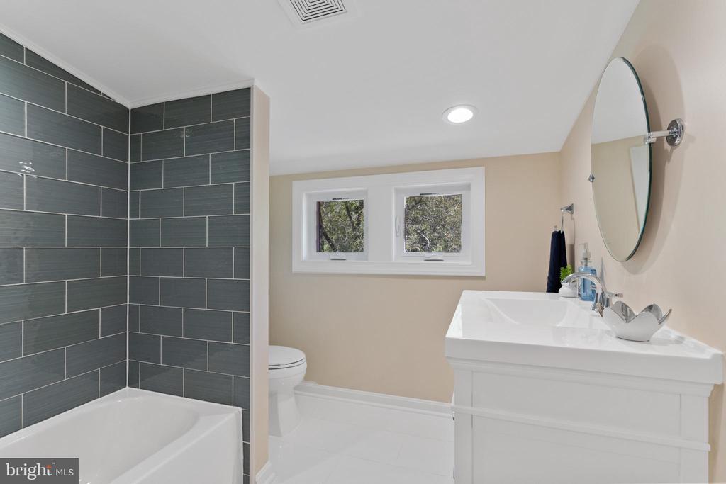 Master Bath - 2705 HAMLIN ST NE, WASHINGTON