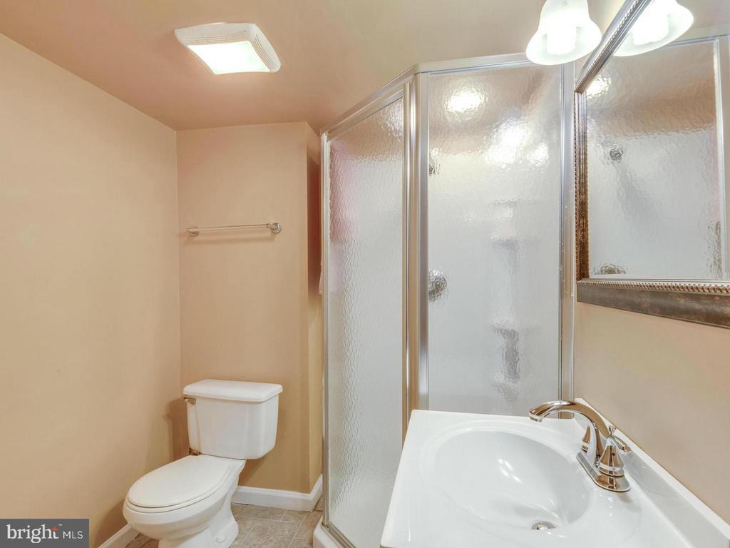 Bathroom - 201 LESLIE CT, STERLING