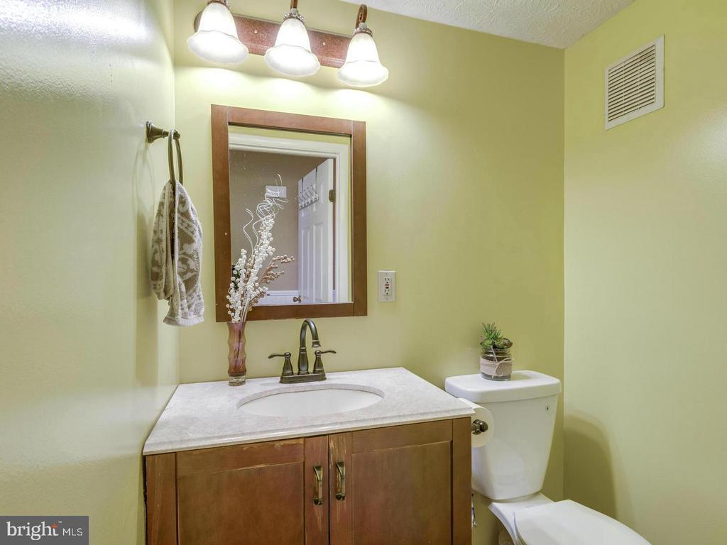 Bathroom main level - 201 LESLIE CT, STERLING