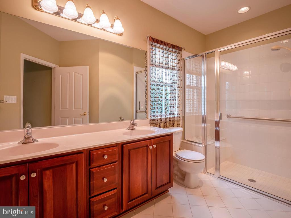 main level Master Bathroom! - 13191 TRIPLE CROWN LOOP, GAINESVILLE