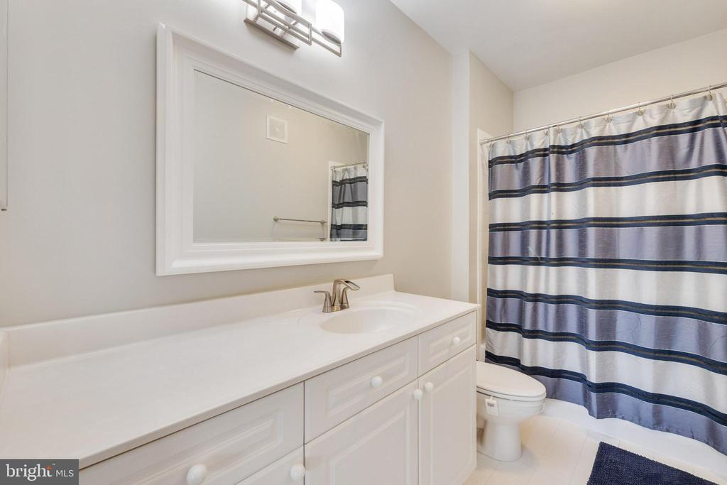 BATHROOM - 801 S GREENBRIER ST #221, ARLINGTON