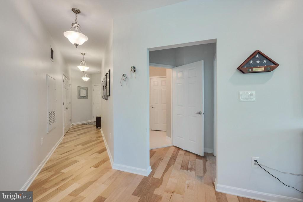 BIRCH PLANK FLOORS THROUGHOUT! - 801 S GREENBRIER ST #221, ARLINGTON