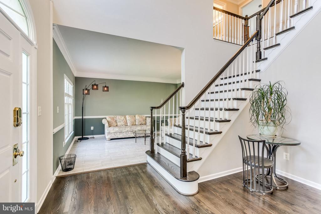 Refinished hardwood floors - 22766 OATLANDS GROVE PL, ASHBURN