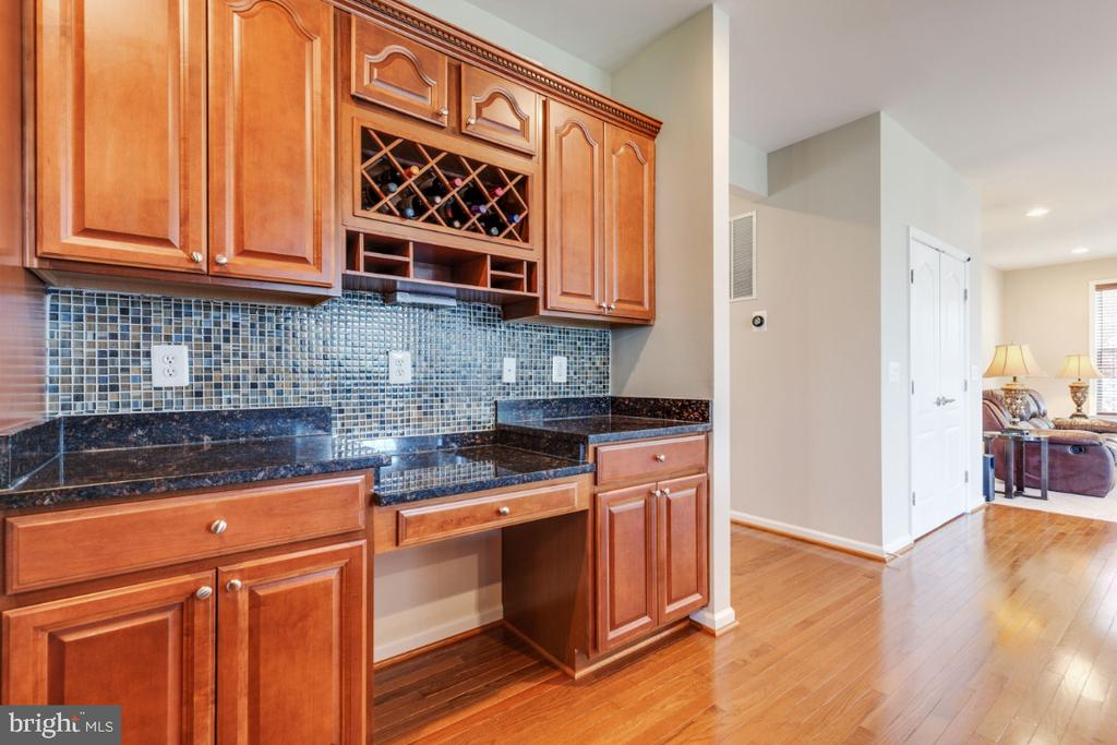 Built-in Work Area, Granite Counters & Wine Rack - 21921 SILVERDALE DR, ASHBURN
