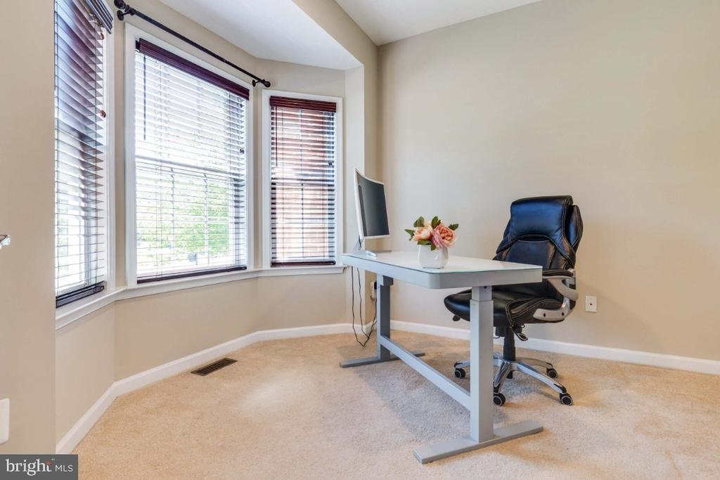 Great Home Office with Bay Window - 21921 SILVERDALE DR, ASHBURN