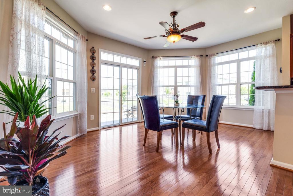Amazing Lightfilled Sun Room - 21921 SILVERDALE DR, ASHBURN