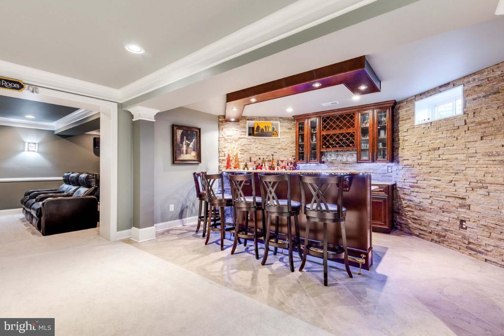 Custom Wet Bar with Stone Wall - 21921 SILVERDALE DR, ASHBURN