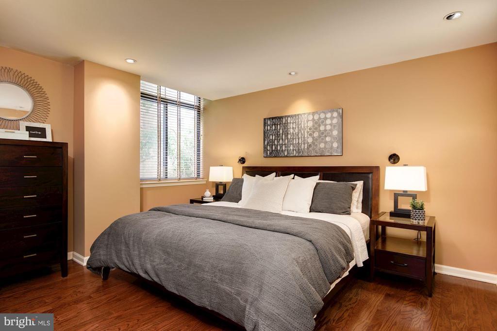 Master bedroom with king bed - 1312 MASSACHUSETTS AVE NW #109, WASHINGTON