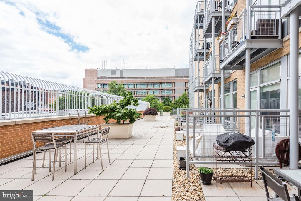 That open up to larger common area. - 1390 V ST NW #209, WASHINGTON