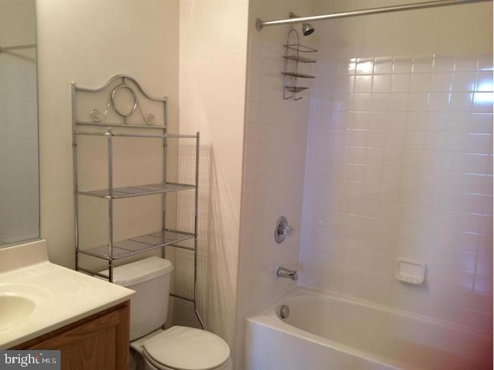 Upstairs Bathroom - 25175 FEMOYER TER, CHANTILLY
