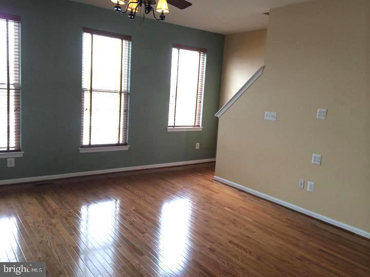 Family / Living Room - 25175 FEMOYER TER, CHANTILLY