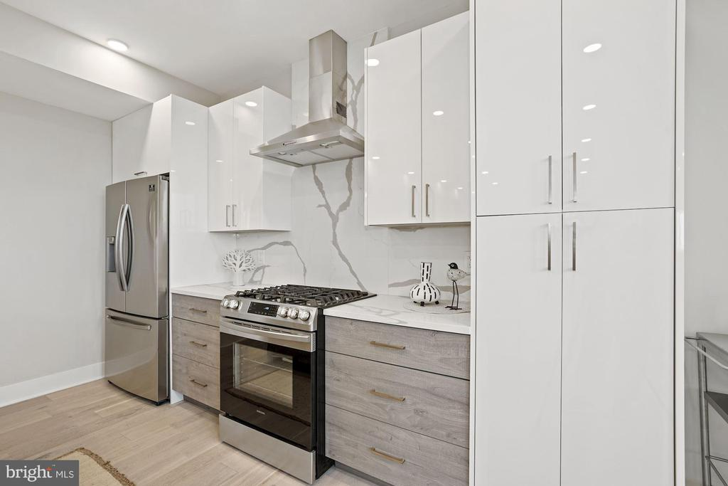 Stainless steel appliances - 1821 I STREET NE #13, WASHINGTON