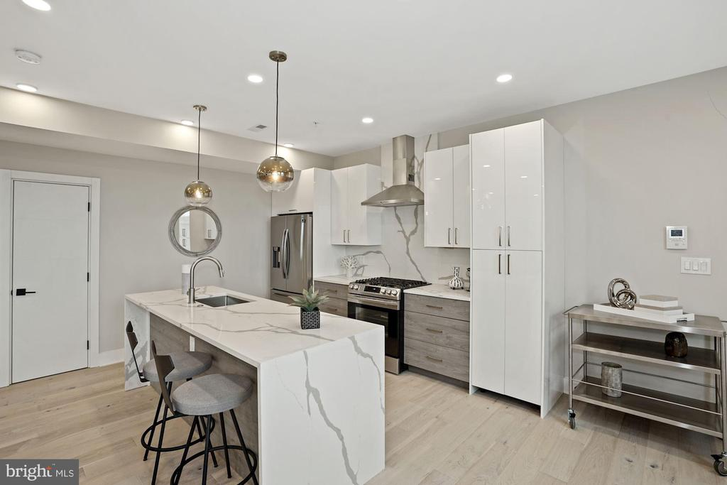 Gourmet kitchen with breakfast bar - 1821 I STREET NE #13, WASHINGTON