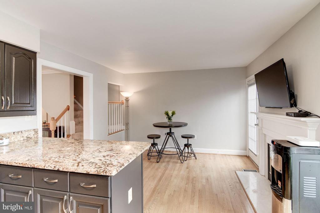 Kitchen with Breakfast Room/Family Room - 7513 COLLINS MEADE WAY, ALEXANDRIA