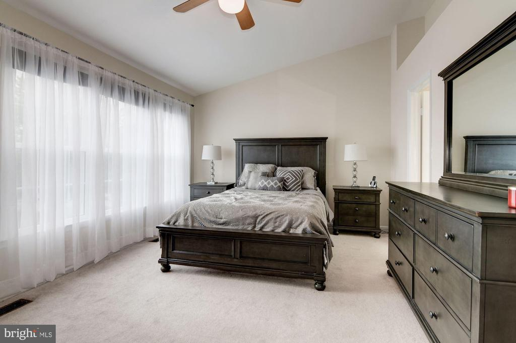 Master Bedroom with Cathedral Ceilings - 7513 COLLINS MEADE WAY, ALEXANDRIA