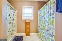 Full Hall Bathroom w/Duel Showers - 2227 COUNTRY RD, BEAVERDAM