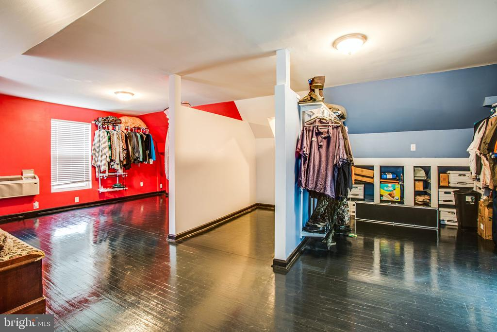 His and Hers Master Closet- Incredible! - 2227 COUNTRY RD, BEAVERDAM