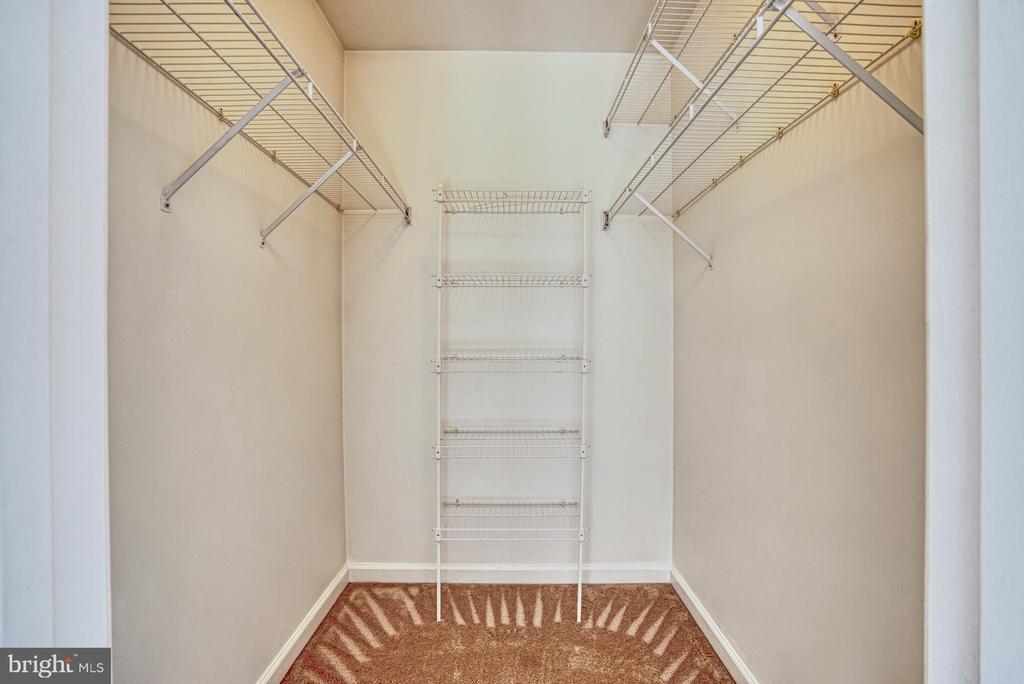 Master Walk In Closet - 17367 AVION SQ, ROUND HILL