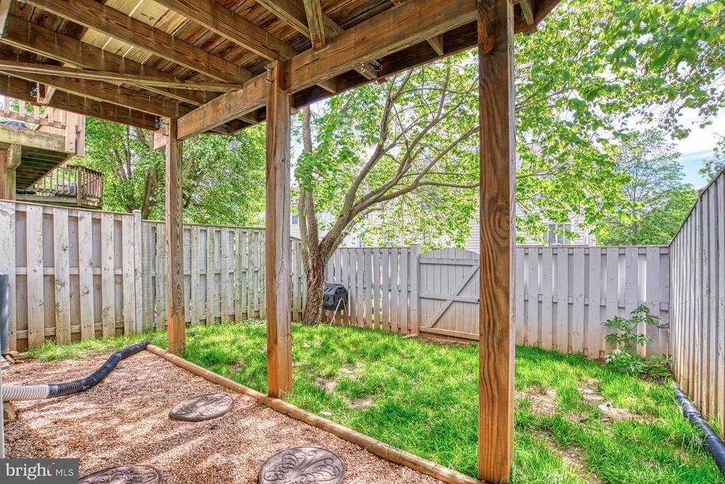 Rear Yard - 17367 AVION SQ, ROUND HILL