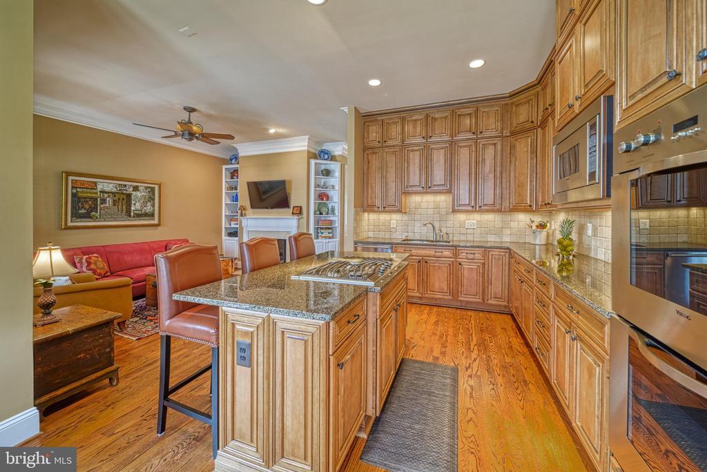 Stunning Chef's Kitchen with Viking Appliances - 6745 DARRELLS GRANT PL, FALLS CHURCH