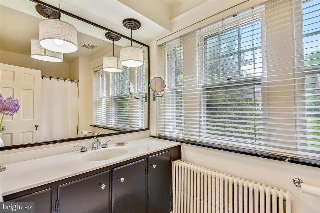 Master bath with spacious counter - 2407 KING ST, ALEXANDRIA
