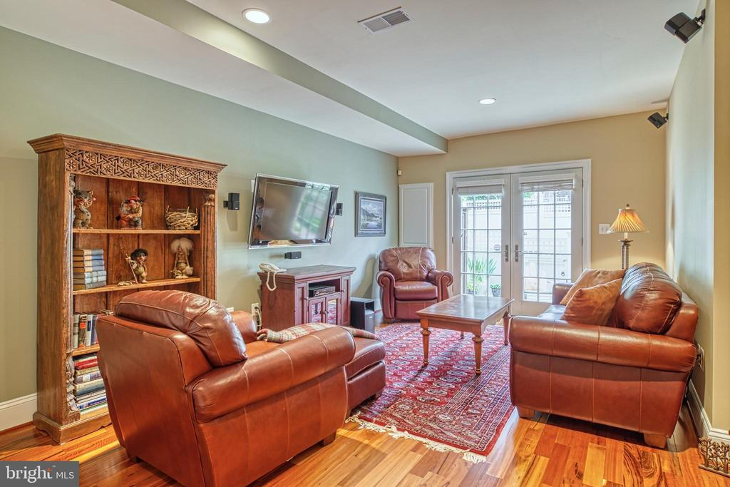 So light, so cozy and so ready to wander outside.. - 6745 DARRELLS GRANT PL, FALLS CHURCH