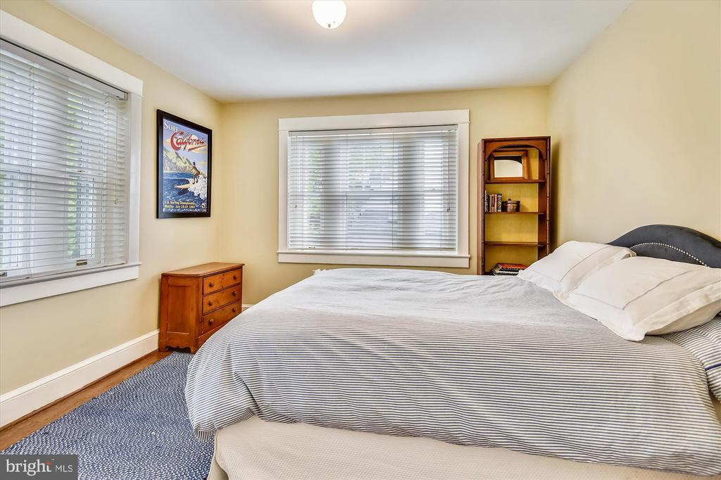 Centrally located bedroom 1 - 2407 KING ST, ALEXANDRIA